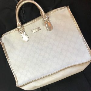 b42fe98667e Gucci Bags - Gucci Canvas White Metallic Monogram GG Tote